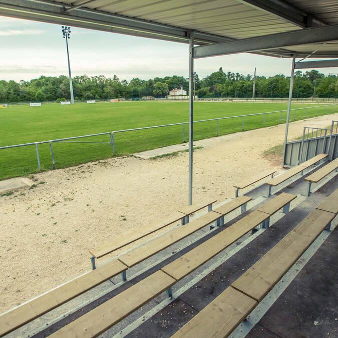 Tribunes du club de foot - © Mairie de Dompierre  sur Mer
